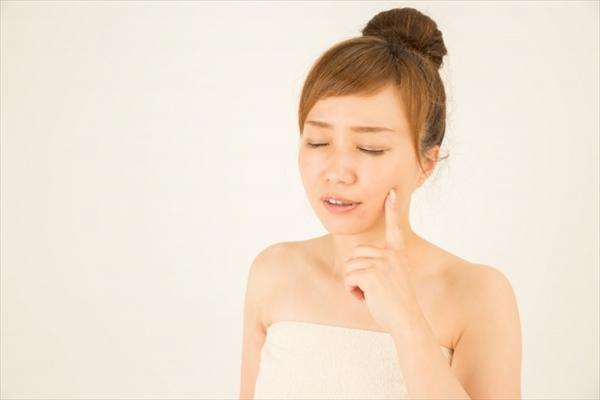 【乾燥肌対策】カサカサ肌を速攻で解消する方法とスキンケアアイテム!